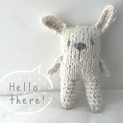 Este seor iba a ser tejido ntegramente a palillos, lo intent, pero no pude! Finalmente las orejas y las piernas las hice a crochet. / this guy would be entirely knitted. I tried, but I could not. The ears and his legs are crocheted. #amigurumi #crochet (~ tilde ~) Tags: bunny conejo crochet knit amigurumi iphoneography instagramapp