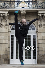 Lisanne in Mnster (JugglerNorbi) Tags: street city blur girl artist circus strong handstand acrobatic flexible