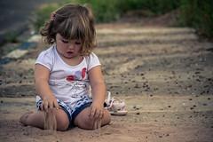DSC_0201 (R.Concon) Tags: criana terra menina brincando
