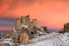 Timeless Castle (Tommaso Renzi) Tags: mountains castle sunrise ruins alba medieval fortress timeless abruzzo abruzzi appenines ladyhawke roccacalascio parconazionaledelgransassoemontidellalaga