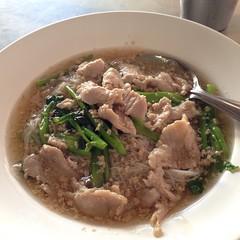 ก๋วยเตี๋ยวเส้นหมี่ราดหน้าหมู | Rice Vermicelli With Pork Sauce @ หยกฟ้า | Yok Fa