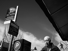 John Gielgud 3 Hour Parking (2812 photography) Tags: california monochrome photography berkeley utata sunnyday thursdaywalk 2812photography ©peterosos fujifilmxe1 {vision}:{people}=099 {vision}:{face}=099 {vision}:{clouds}=0628 {utata}:{project}=tw408 {vision}:{sky}=079 {vision}:{outdoor}=0935 {vision}:{mountain}=0753