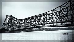 Le grand pont d'Howra - Kolkata ( Calcutta ) - Inde 2011 (pbulleux) Tags: voyage india white black river landscape asia noir pont asie paysage rue kolkata blanc calcutta ville 2012 inde noirblanc 2011 hoogli howra bulleux