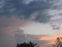 LE CIEL (motanbou90) Tags: cloud sun soleil heaven lumire coucher ciel nuages lumieres cameroon lumineux luminescent skycolors mbouda motanbou bernalds