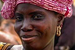 2009_04_Mali-Bamako-1311-ed2.jpg (Phototravelography) Tags: africa djenné mali moptiregion westafrica woman portrait streetportrait travelphotography lady mother 2009 fccbookmakingcourse traveleast landscape landscapeformat preselection stranger