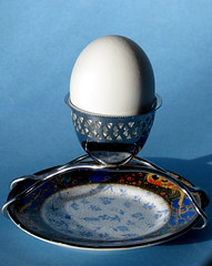 Hard bolied (diffuse) Tags: 117 open egg hardboiled eggcup holder chrome plate dish shell