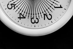 El tiempo pasa (miguelangelortega) Tags: reloj manecillas tiempo hora horario wathc clock números cinco cuatro tres dos uno nikon ltytr1
