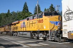 Union Pacific #7885 (GE ES44AC) in Colfax, CA (CaliforniaRailfan101 Photography) Tags: up amtrak unionpacific priority ge freight bnsf reefer manifest emd californiazephyr burlingtonnorthernsantafe dash9 dpu es44dc gevo sd70m amtk c449w stacktrain sd70ace es44ac colfaxca c45accte p42dc trackagerights es44c4 tietrain sd59mx unitreefer zdlsk trainsincolfaxca