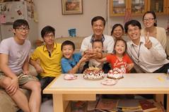 今晚切蛋糕前的大合照~ (小賴賴的相簿) Tags: birthday family sony 台灣 台北 生日 家庭 全家福 爸爸 生日快樂 1680 小蔡 a55 單眼 1680mm 蔡斯 slta55v anlong77 小賴家 小賴賴