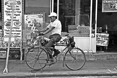 Afilador (Campanero Rumbero) Tags: city trip travel people man mexico trabajo day ciudad bicicleta social dia costumbres puebla job turismo hombre anden afilador cuchillos