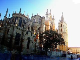 LEÓN.- La catedral evanescente. / The evanescent cathedral.