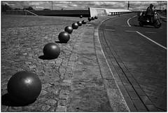 Kugeln (Nordtegn) Tags: street bw white black netherlands maastricht photography vespa balls sw monochrom schwarzweiss limburg niederlande kugeln
