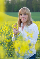 Monika (daamiank) Tags: portrait people flower girl field landscape model nikon poland polska monika d90 matyldzin