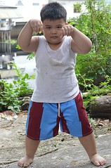 another overfed boy (the foreign photographer - ฝรั่งถ่) Tags: boy portraits thailand bangkok sumo sturdy overfed khlong stocky bangkhen thanon