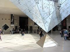 Louvre Pyramid (rvr) Tags: paris pyramid louvre pirámide