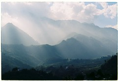 Ct Ct, Sapa (Khnh Hmoong) Tags: autumn mist mountain film sunshine fog analog 35mm landscape photography ray flare analogue sapa nikonfm fujiproplus200 vision:mountain=0968 vision:clouds=099 vision:sky=099 vision:outdoor=0984 vision:ocean=0701