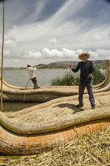 Paseo en Totora (Elena Mountains) Tags: trip sea titicaca lago lima per puno landcape sudamrica latinoamrica liquidlandscape