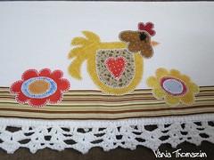 Guardanapo com galinha (vaniathomazim) Tags: flores flower casa galinha flor colagem patchwork cozinha guardanapo croche costura guardanapos patchcolagem