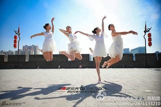 """【组图】""""跳舞吧""""系列照走红 俊男靓女舞遍西安"""
