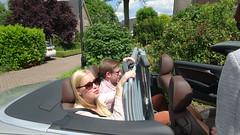 DSC01159 Debby en Leon met tuinstoelen in cabrio (jos.beekman) Tags: familie hagen 2014 reunie twello wezelanden