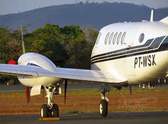 King Air  B200 PT-WSX (Aeroporto de Montes Claros / Montes Claros Airport) Tags: de do king air mario aeroporto e pt avio bruno ribeiro marrone montes b200 wsx ratinho claros sbmk ptwsx ptwsk