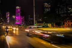The city never stops (Fran Caparros) Tags: colombia bogota carrera septima avenue colpatria edificio colombiano torre tower tallest flag bandera rojo azul amarillo south america sudamerica latin latinoamerica cars autos calle avenida taxi night noche violet violeta movement moviiento luz light ruido noise black negro