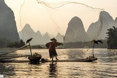 Cast Net (lc99 photography) Tags: cormorant fishing fisherman cormorantfishing cormorantfisherman birds man person net cast castnet river liriver lijiang sunset mountain karst karstformation raft bambooraft portrait oldman dusk travel china landscape nature guangxi guilin xingping outdoors 模特兒