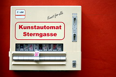 """Kleinkunst"" (Petra U.) Tags: 50mm nuremberg franken nrnberg sterngasse nmberch kunstautomat"