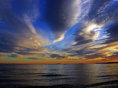 Horizonte (Antonio Chac) Tags: blue light sunset sea espaa naturaleza sun art sol nature water azul night canon landscape atardecer photography mar spain europe day arte cloudy photos picture