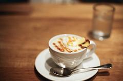 caramel apple milk tea (yocca) Tags: film table 50mm cafe nikon fuji dof tea drink bokeh f14 100v10f osaka f3 nikkor milktea 2014 pro400 jan2014