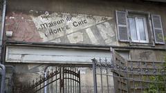 La maison de l'homme chic (Tim Boric) Tags: wall pub mural reclame ad advertisement chic lapin homme besançon muurreclame