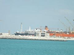 QE2 Dubai Dry Dock 2015 (Louis De Sousa) Tags: port rashid dubai qe2 legend cunard dry dock nakheel dp world queenelizabeth2 portrashid dpworld