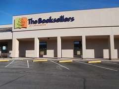 Front view, on a sunnier day (l_dawg2000) Tags: 2000s bookstore closed independent labelscar laurelwood liquidation memphis outofbusiness poplarave retail tennessee tn unitedstates usa