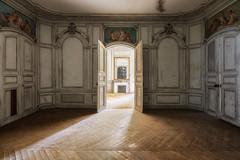 Dessine moi un ange (Photonirik) Tags: vert urbex decay urban exploration oblivion abandoned abandonné oubli forgotten ue chateau anges castle
