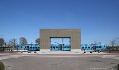 Symmetrie in blauw (Maurits van den Toorn) Tags: trein train emu treinstel protos connexxion valleilijn kippenlijn station gare bahnhof barneveld