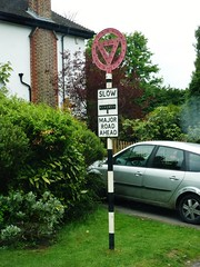 Give Way - Old style (stavioni) Tags: road sign way give pre dorking worboys