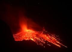 Stromboli (IMG_9707 (Etnastürmer) Tags: sicily eruption vulcano eolie stromboli vulkan sizilien vulkane eruzioni vulkanausbruch etnastürmer vulkanausbruchstrombolietnastürmer vulkanbilder
