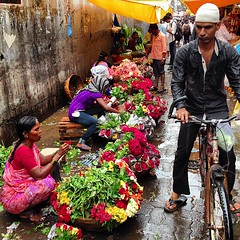 Dadar Flower Market glistens with the start of monsoon. This is #Mumbai (uncorneredmarket) Tags: flowers india market mumbai dadarflowermarket instagram mumbaiinstagram