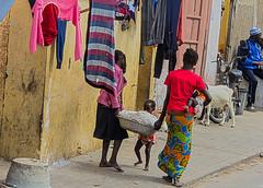 vivere per strada 13 (mat56.) Tags: life street city people colors saint louis women bambini persone donne senegal childs colori vivere stada mat56 cttà