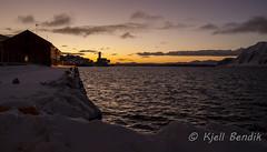 Honningsvg (kjellbendik) Tags: norge vinter himmel kai hav finnmark honningsvg bl magerya byggning naturoglandskap nattmrketid snesn hvg