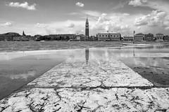 Campanile ( el paron de casa ) (Blende1.8) Tags: venice bw reflection clouds wolken panasonic campanile sw turm venezia venedig spiegelung sanmarco 714mm sangiorgo dmcg5