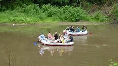 Mit dem Schlauchboot auf der Neiße (gerhard_hohm) Tags: oberlausitz schulklasse neise schlauchboottour oderneiseradweg