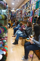 Our knitting class is every Saturday! (sifis) Tags: μαλλιά σακαλάκ πλέκω μαθήματα πλέξιμο βελόνεσ knitting class handknitting wool sakalak sakalakwool athens greece store shop art