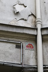 Invader_5056 Paris 03 (meuh1246) Tags: streetart paris invader ruebeaubourg paris03 spaceinvaders mosaïque