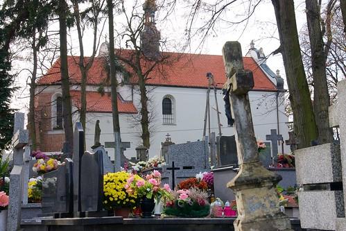 Kościół Nawrócenia św. Pawła w Sandomierzu z cmentarza