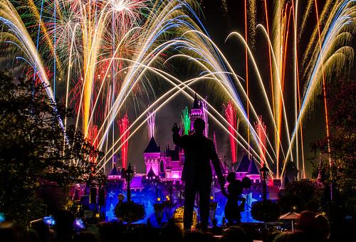 Disneyland - Remember... Dreams Come True! Fireworks (76 Second Exposure)