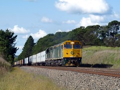 hard working (sth475) Tags: railroad classic train clyde gm railway sunny container exeter nsw veteran freight jumbo goodwin cclass atumn southernhighlands alco emd intermodal cootes c510 boxcab 442class 442s5 gt26c dl500g