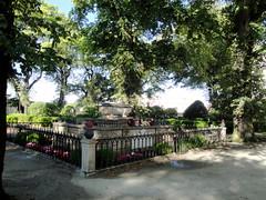 Jardn de San Carlos, La Corua. (lumog37) Tags: trees gardens arboles militar monumentos monuments jardines militaryhistory historiamilitar