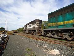 15181 DDM45 #823 lado motor, de traz, com trem C partindo s 08h57 de Araguari MG para Uberlndia (Johannes J. Smit) Tags: brasil vale trens efvm
