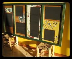 LAVAGNA  parete di legno di recupero dipinta con vari spazi 'lavagna' su cui si può scrivere. Dimensioni 154x76cm